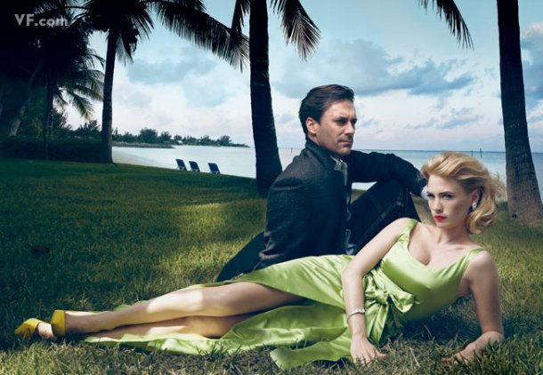 Jon Hamm et January Jones, incarnant les personnages de Mad Men . Photographiés à The Lightbourne House, Lyford Cay,  ville de Nassau, aux Bahamas. Par Annie Leibovitz.Costumes de Michael Roberts.