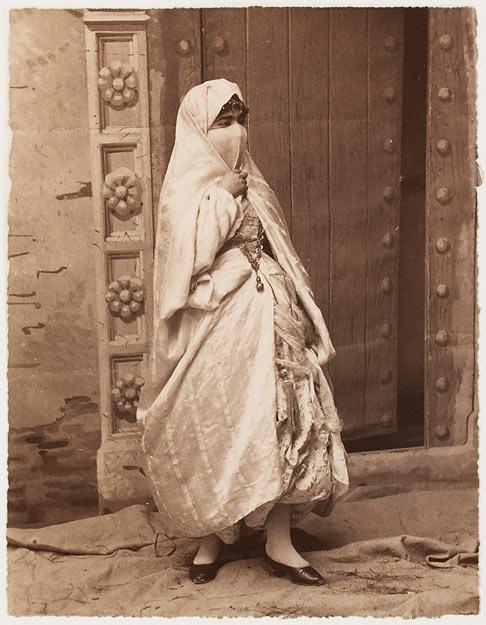 Anonyme, 2e moitié du 19e siècle, Femme voilée, aristotypie.