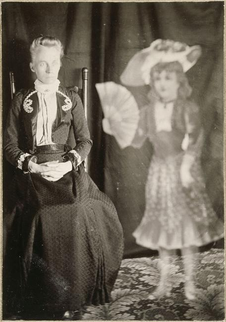 Album de photographies spirites, médium et spectre d'enfant, 1901