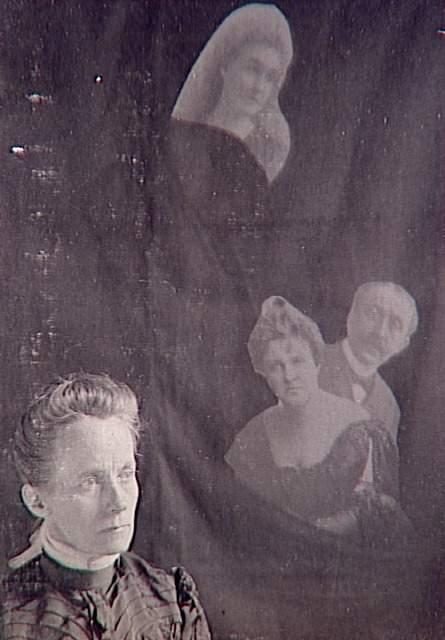 Album de photographies spirites, médium et trois spectres, 1901