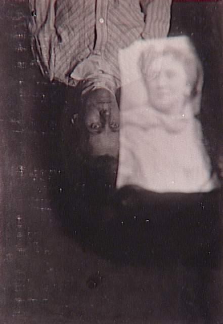 Anonyme, Album de photographies spirites , Médium et spectre de femme, 1901