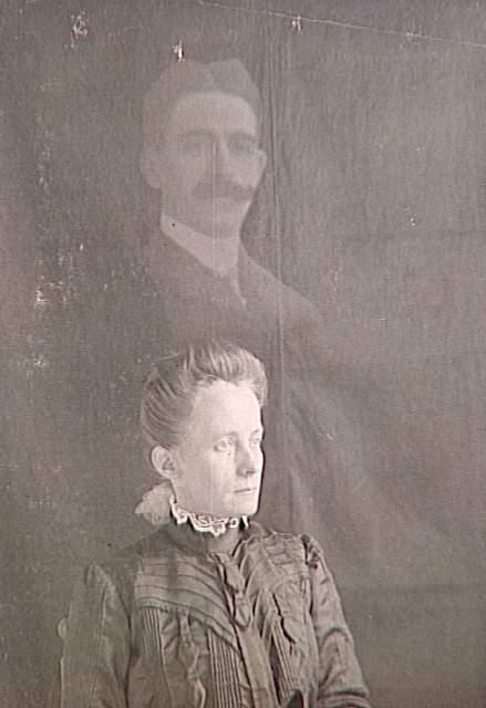 Anonyme, Album de photographies spirites, Médium et spectre d'homme, 1901