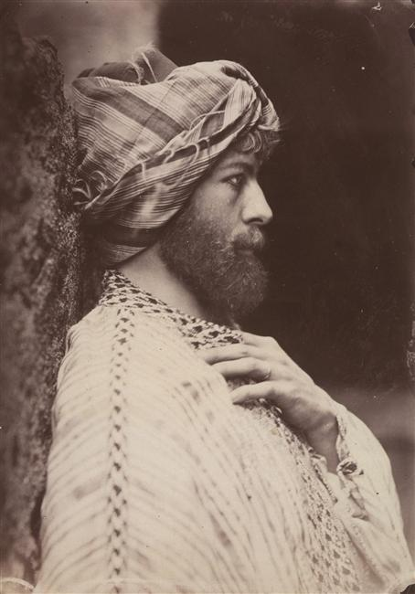 Baron Wilhelm von Gloeden , Autoportrait en costume oriental, 1900