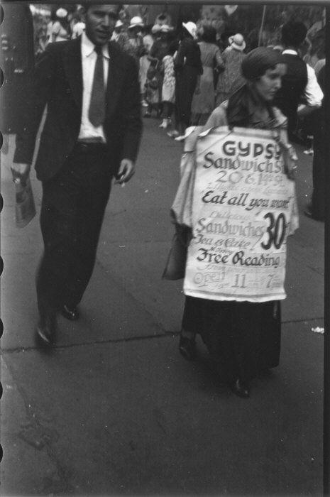 Femme-sandwich, 14e rue NY, 1933-1934, Walker Evans, MET