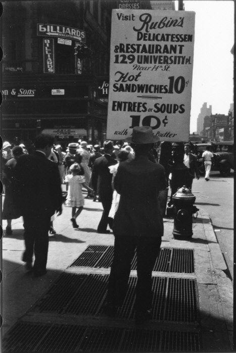 Homme portant une pancarte publicitaire, 14e rue NY, 1933-1934, Walker Evans, MET, NY