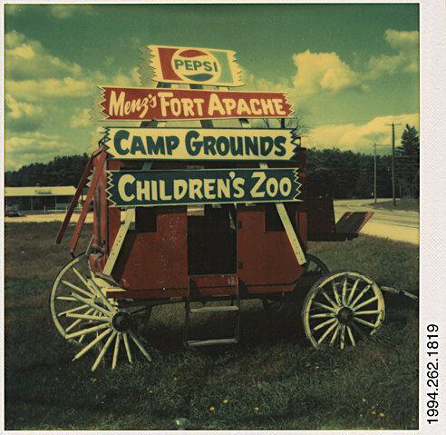 Publicité en bord de route pour l'attraction Menz's Fort Apache dans le New Jersey (USA), 17 octobre 1973, Walker Evans, MET, NY