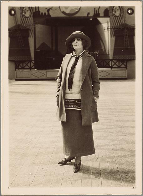 REYBAS André. France Dhélia, la Garçonne, vers 1923, gélatino-bromure d'argent.