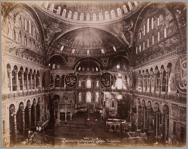 SEBAH Jean Pascal, Joaillier (dit). Intérieur de la mosquée de Ste Sophie. Vue générale, entre 1860 et 1870, papier albuminé.