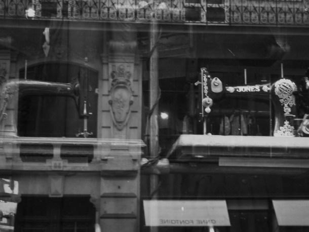Places victoires_vitrine_Paris_Smokethorn