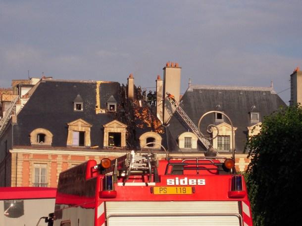 Paris_Place des Vosges_incendie